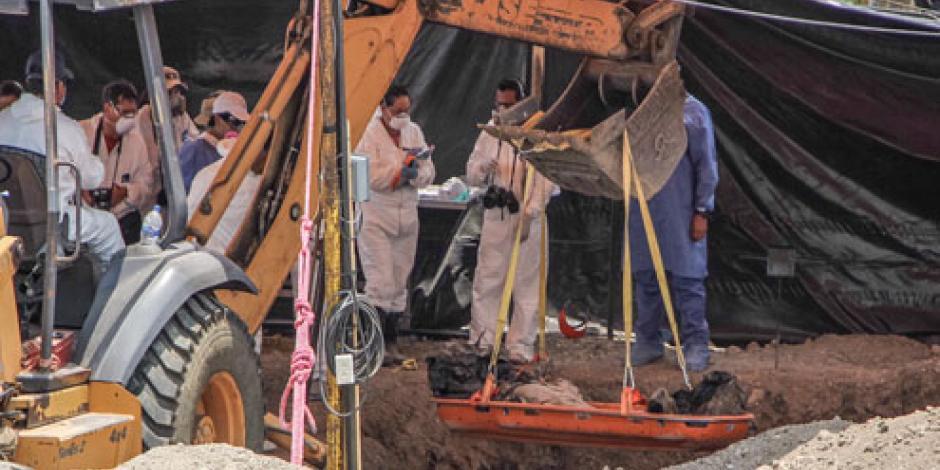 Suman cuatro cuerpos exhumados en fosas de Tetelcingo