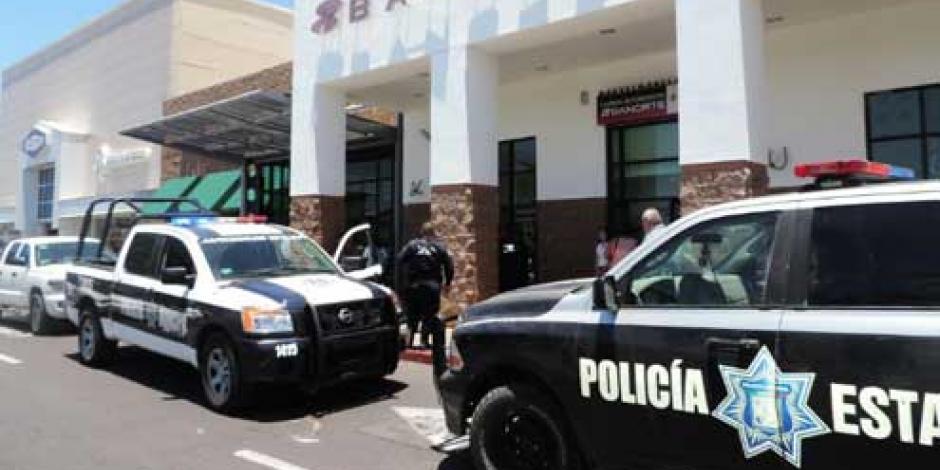 Empleado de banco se suicida en sucursal de Michoacán