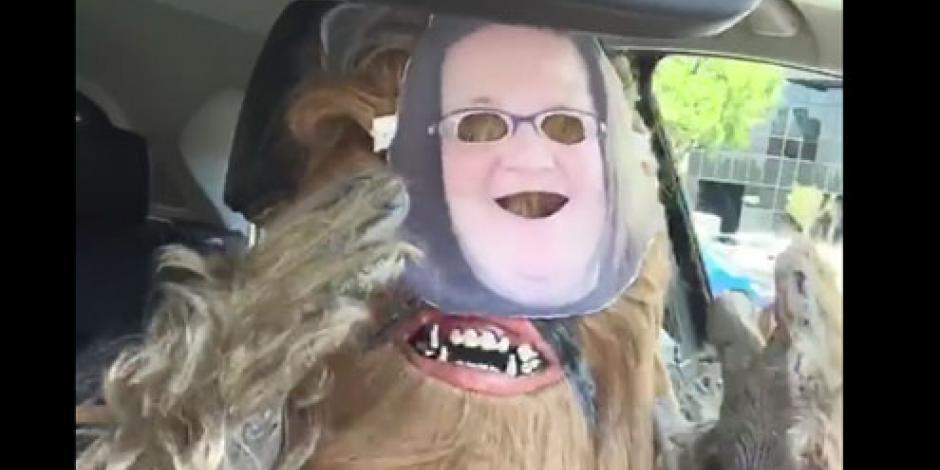 Chewbacca le contesta a la mamá que se hizo famosa