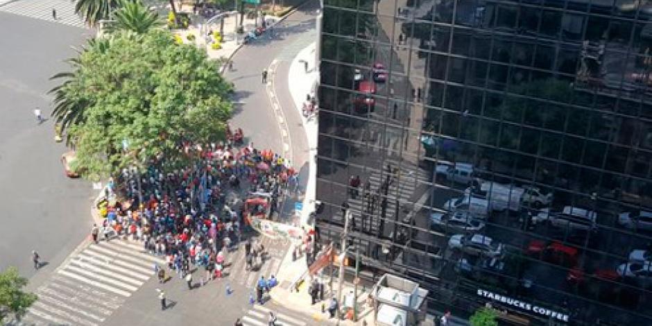 CNTE realiza protesta frente a la BMV