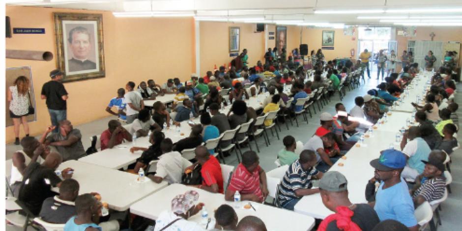 Haitianos, varados al menos otro mes en frontera con EU
