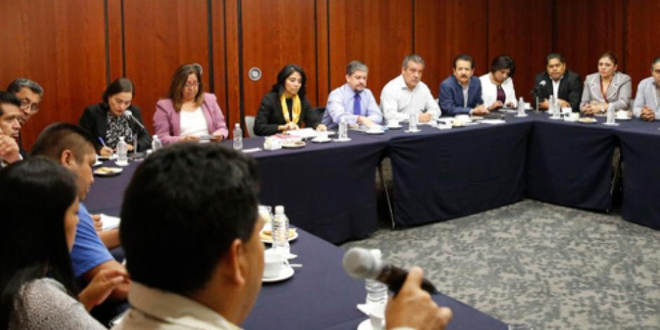 Senadores de PRD entregan a la CNTE propuesta educativa