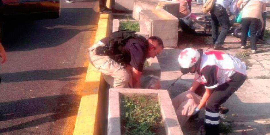 Conductor arrolla a manifestantes; hay un muerto