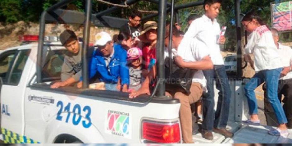 Tras bloqueos, patrullas trasladan a turistas a la Guelaguetza