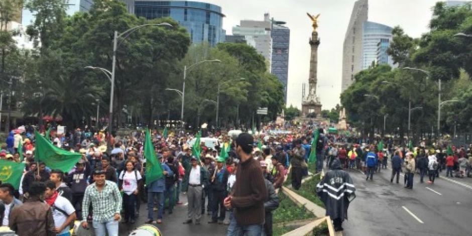 Inicia marcha campesina; va del Ángel de la Independencia al Zócalo