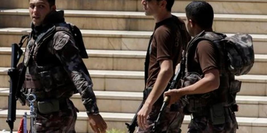 Insurgentes lanzan granada contra aeropuerto de Turquía