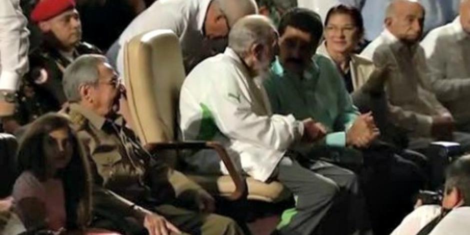 Fidel Castro reaparece en público en gala por su cumpleaños 90