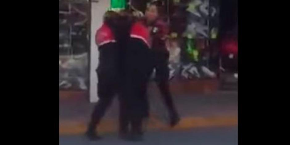 VIDEO: Captan pelea entre 2 mujeres policías en Edomex