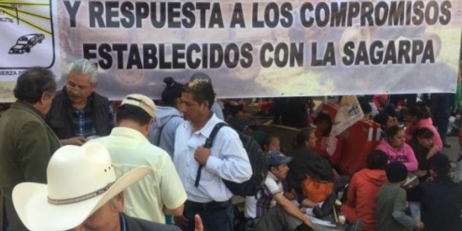 Campesinos de Tlaxcala toman oficinas de la Sagarpa en la CDMX
