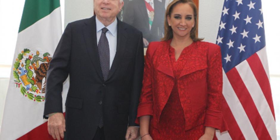 Ruiz Massieu recibe al Senador estadounidense John McCain