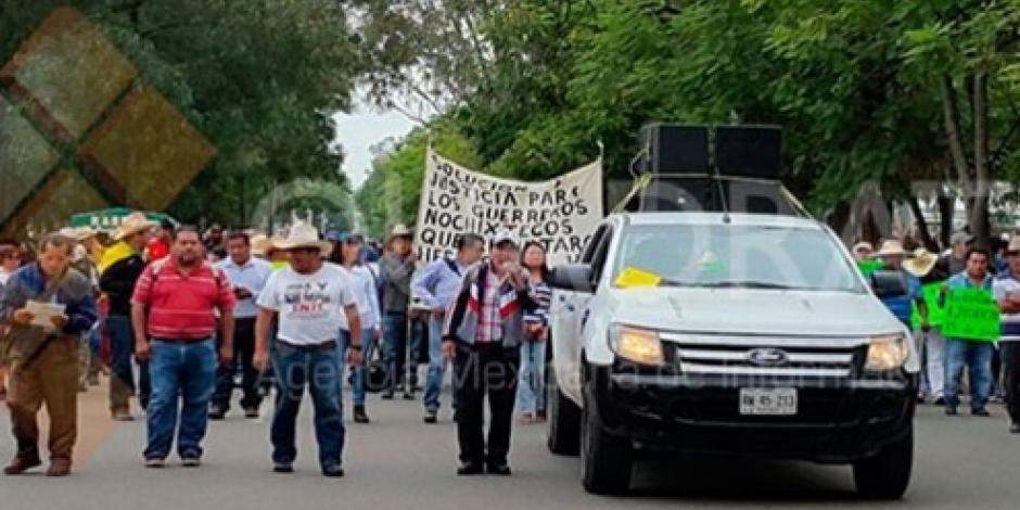 Maestros y normalistas marchan en Oaxaca
