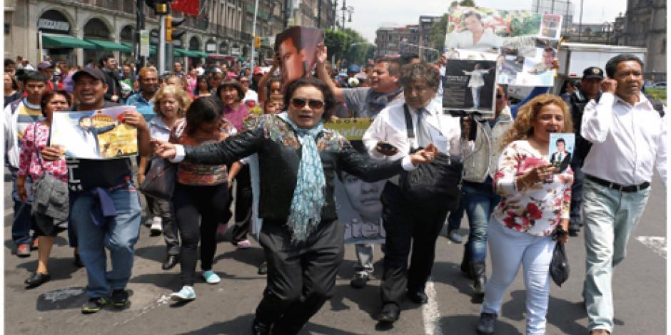 Fans calientan el ambiente para homenajes en honor de Juanga