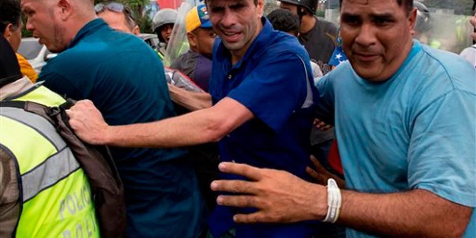 Manifestantes se enfrentan en Venezuela