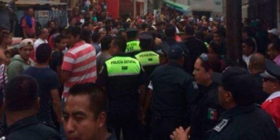 Intentan linchar a 3 sujetos en Acolman; policías los rescatan