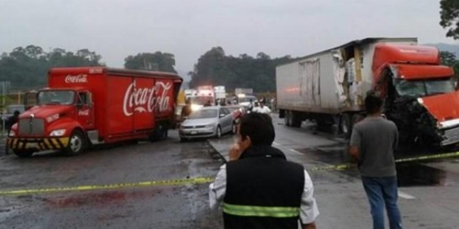 Carambola de 6 autos en Veracruz deja un muerto