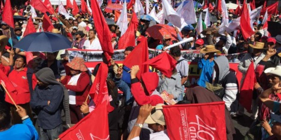 Antorchistas protestan frente a Segob; provocan caos vial en Reforma