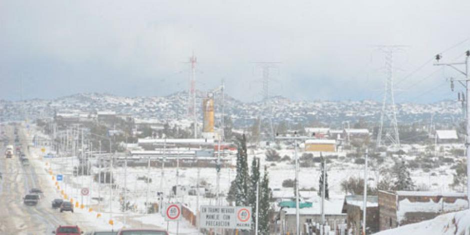Cierran la autopista Mexicali–Tijuana por asfalto cristalizado