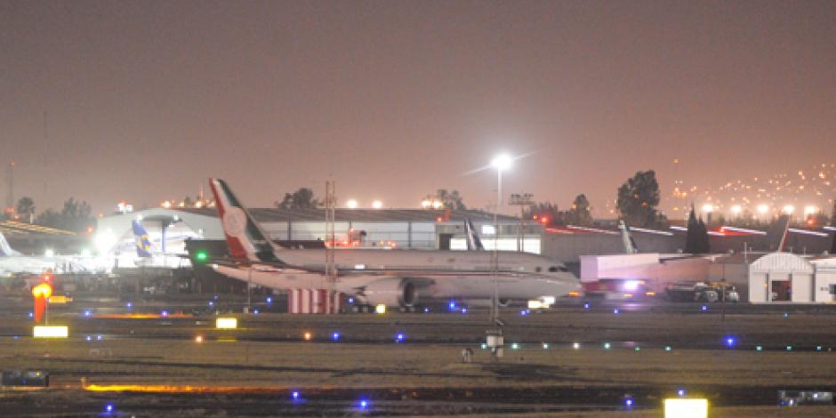 Arriba el avión presidencial al AICM