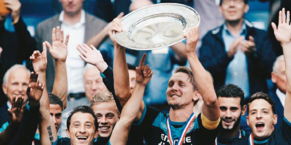 Cuatro títulos de Guardado con el PSV