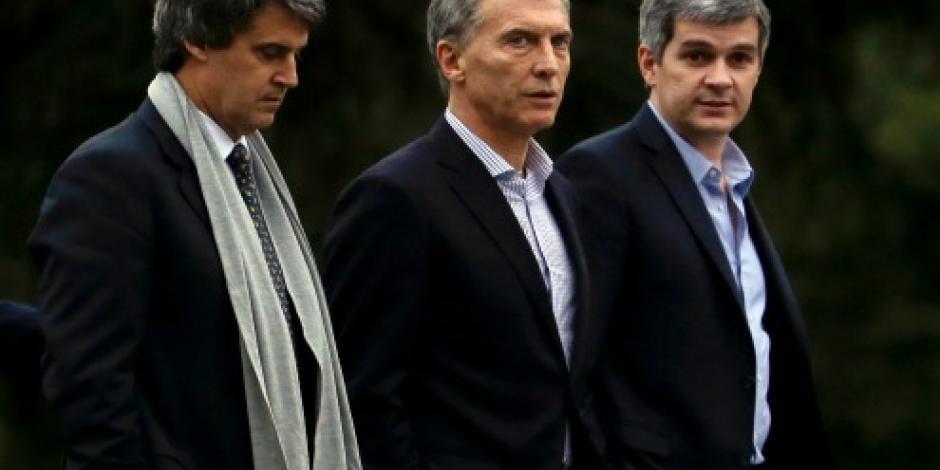 Atacan a pedradas vehículo de Mauricio Macri