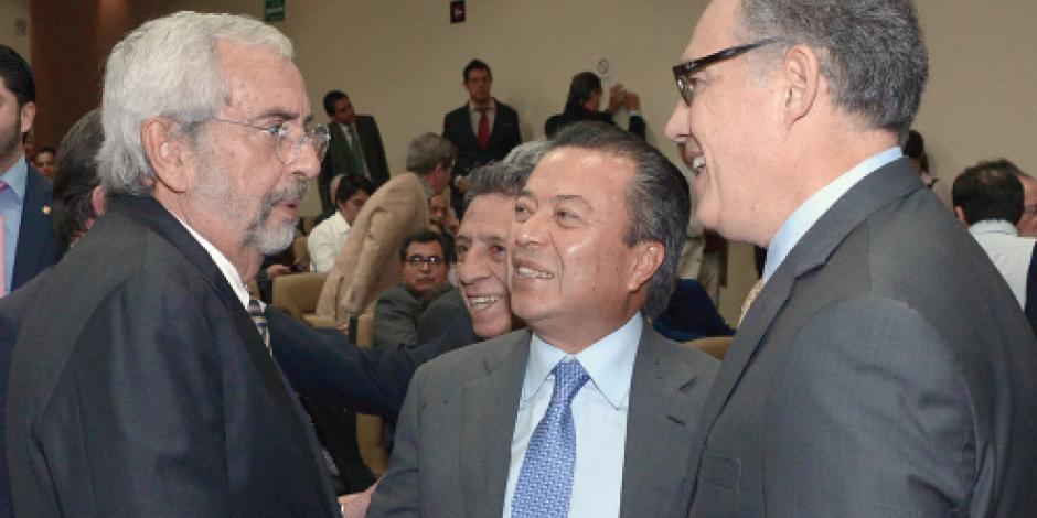 Dialogan en CU  sobre democracia