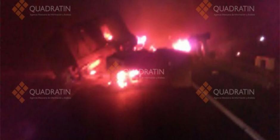 Explosión de pipa en la autopista Siglo 21 deja tres muertos