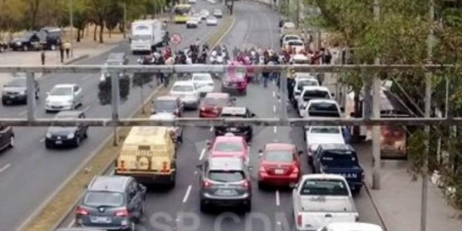 Manifestantes afectan circulación en Constituyentes y Reforma