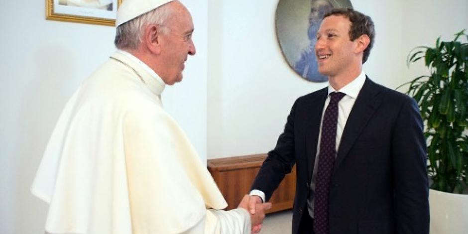 El papa Francisco se reúne con el fundador de Facebook, Mark Zuckerberg