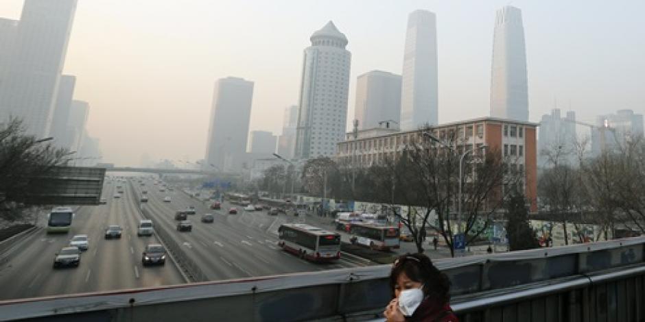 Cancelan vuelos y cierran escuelas por contaminación en China