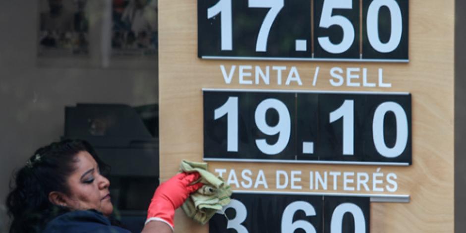 Dólar abre en 18.95 pesos a la venta en el AICM
