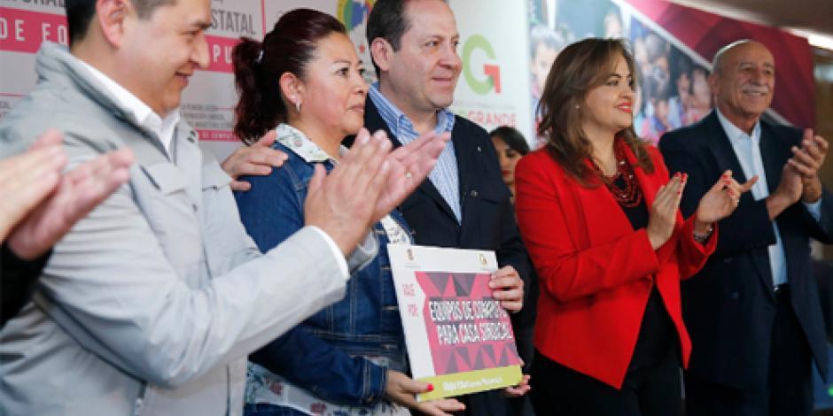Anuncia Eruviel Ávila becas para alumnos de secundaria