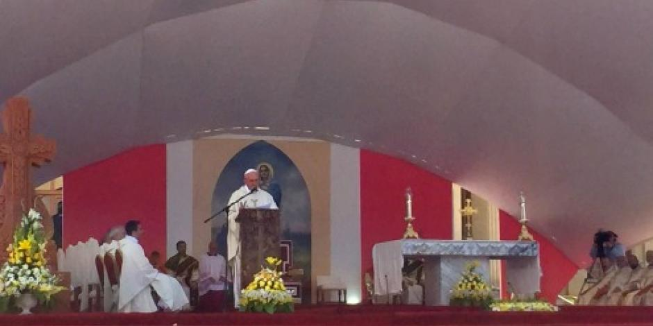 Iglesia debe pedir perdón a homosexuales, afirma Papa