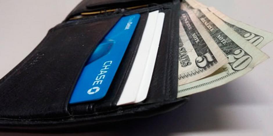 Hombre devuelve billetera con 3,400 dólares en EU