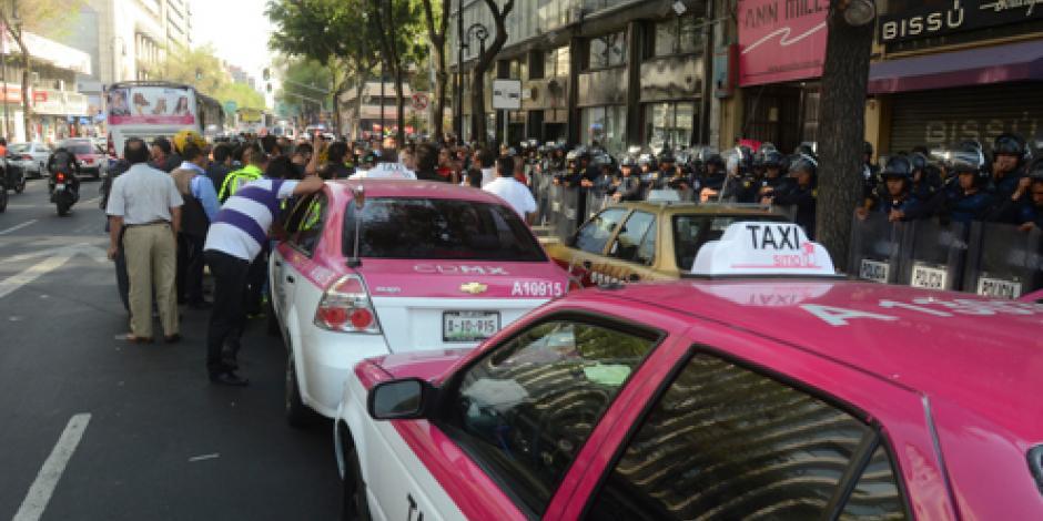 Este año dejan de circular taxis modelo 2006 en la CDMX