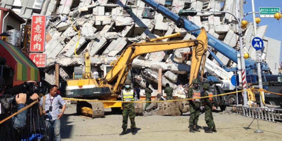 Trabajan para rescatar a 3 sobrevivientes del sismo en Taiwán