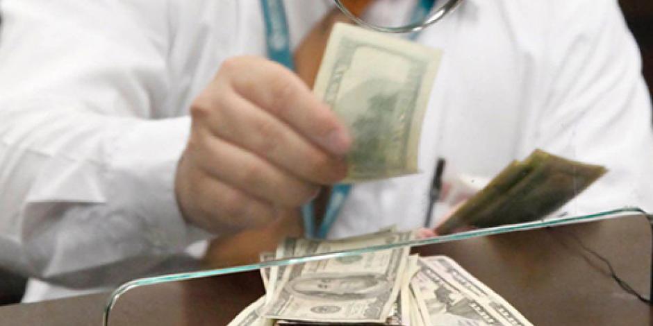 En bancos, dólar se cotiza hasta en 18.70 pesos