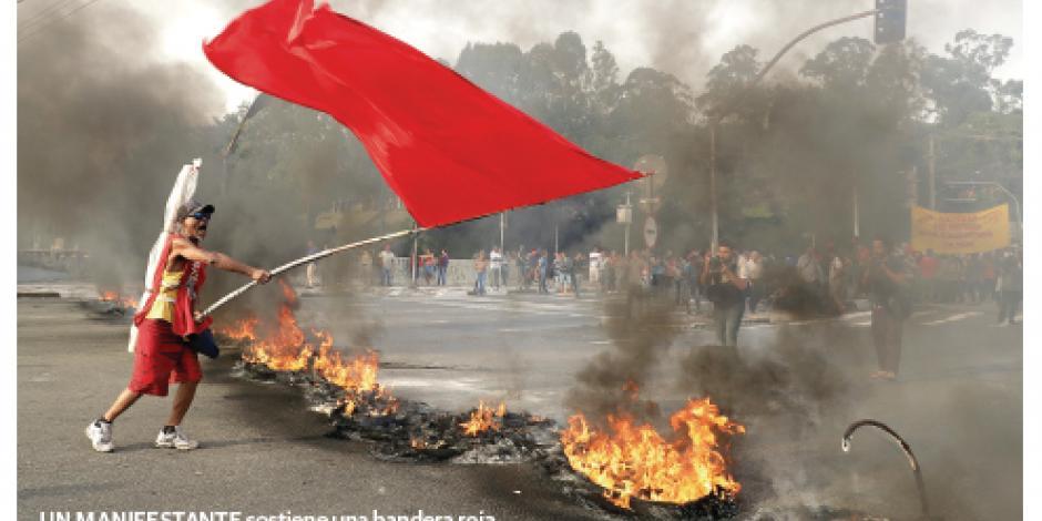 Seguidores de Dilma encienden la calle a horas de su expulsión