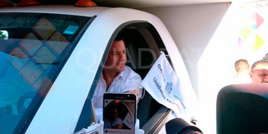 Gobernador de Oaxaca pone en operación 8 unidades móviles