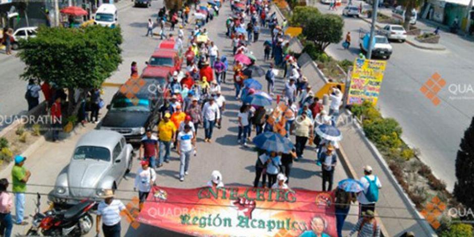 Bloquea CETEG la Autopista del Sol y marcha en Chilpancingo