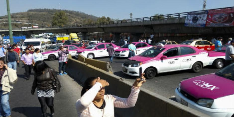 Van más de 5 horas de bloqueo de vialidades por taxistas en CDMX