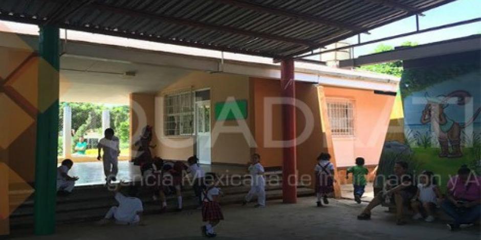 Inician clases 16 escuelas en Oaxaca por presión de los padres