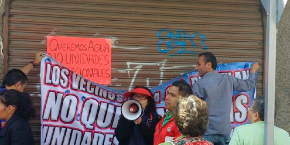 Padecen vecinos de la Agrícola Pantitlán escasez de agua