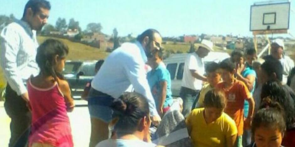 Reaparece Rodrigo Vallejo Mora en Michoacán; regala cobertores