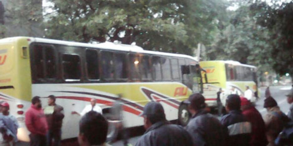 Campesinos bloquean Eje 7 Sur