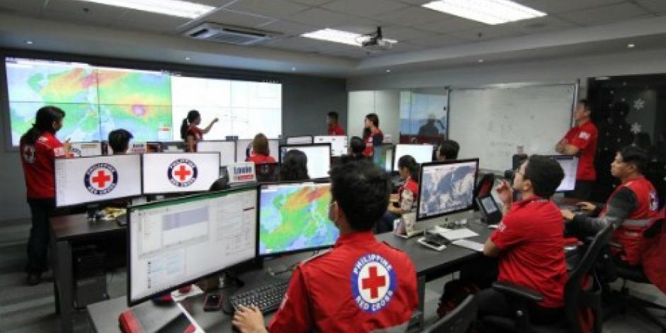 """Filipinos se preparan ante la llegada de potente tifón """"Nina"""""""