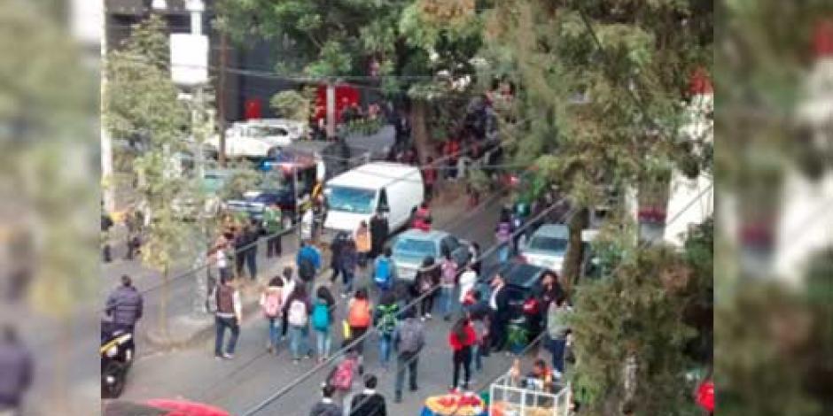 Desalojan a 200 personas tras fuga de gas en Copilco