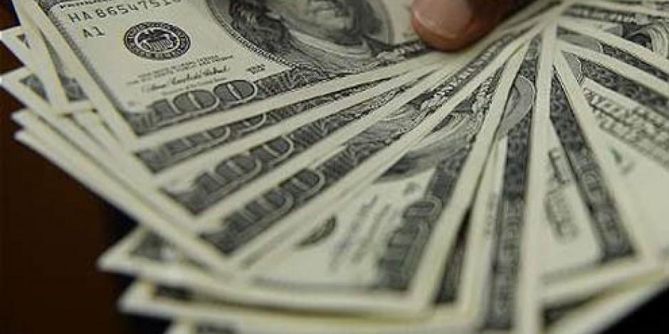 Dólar cede terreno y se vende en 18.65 pesos