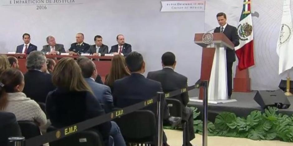 EPN coincide con Cienfuegos; militares no deben hacer tareas de policías