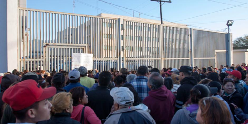 Familiares buscan entrar al penal de Topo Chico tras motín