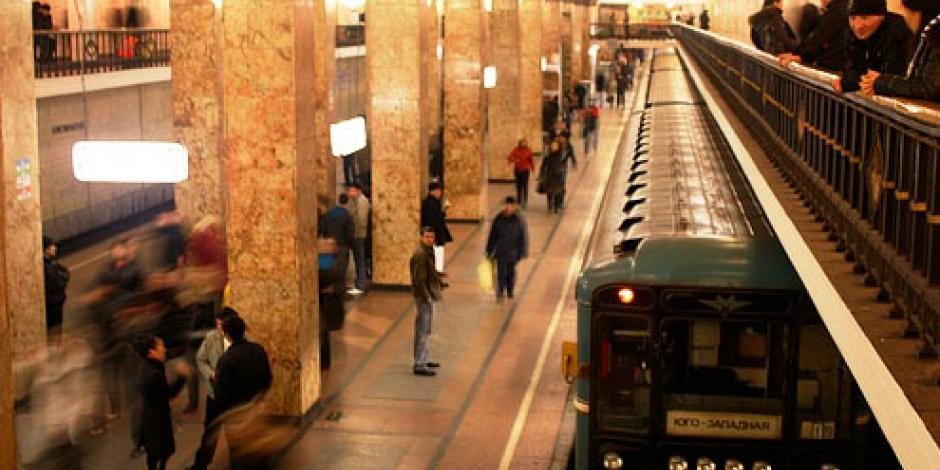 Evacuan a 3 mil personas por amenazas de bomba en metro de Moscú